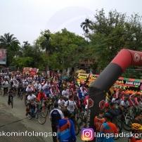 Ribuan Masyarakat Ikut Sepeda Santai